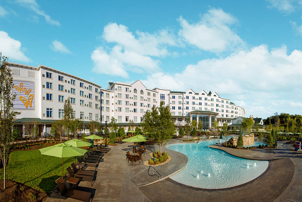 Hotels near Dollywood's Splash Country